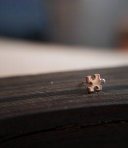 Pièce de puzzle or rose 14k